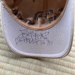 市原隼人サイン入りの帽子