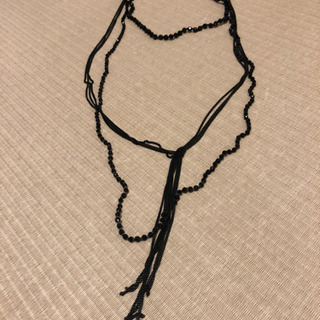 私服にもドレスにも☆3連になる黒ネックレス