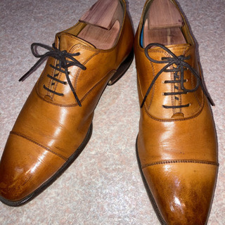 革靴磨きます
