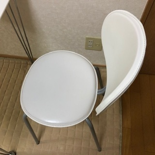 テーブルと椅子1脚 差し上げます - 札幌市