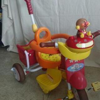 値下げしました。アンパンマンの三輪車 押し棒でハンドル操作できます。