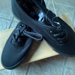 新品 黒い紐の靴22、5センチ - 京都市