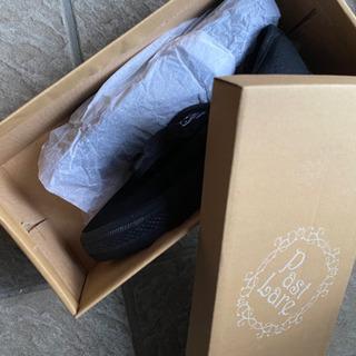 新品 黒い紐の靴22、5センチ - 靴/バッグ