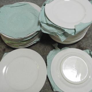 「新品」無地のホワイトのお皿(残り55枚)特売品