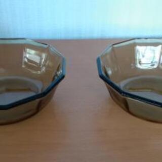 色ガラス  食器 2個
