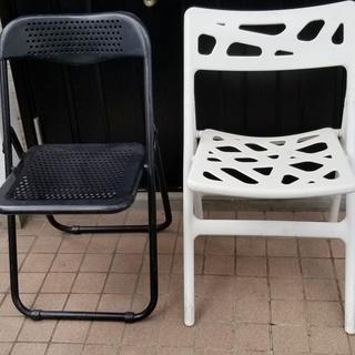 🔵折り畳み椅子2脚 白と黒 - 仙台市