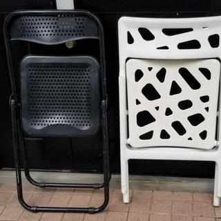 🔵折り畳み椅子2脚 白と黒 - 家具