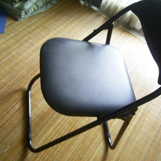 ★折り畳み式パイプ椅子