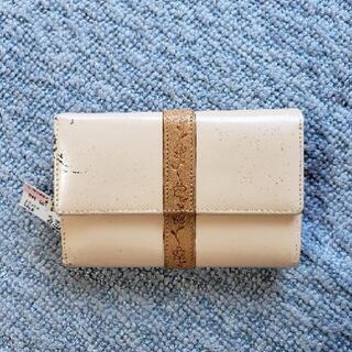 新品、未使用GUESS折り財布(難あり)