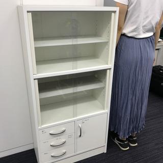 【決まりました】小ぶりの白い食器棚