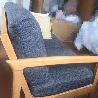 【美品】耐久性にこだわったクッションつきの二人掛けソファ