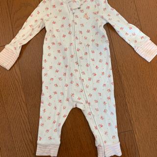 GAP baby 柄のベビー服の画像