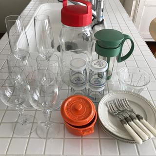 食器、グラス、瓶など一式