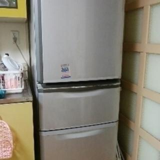 2010年製造 3ドア冷蔵庫 引き取りに来られる方に無料で譲ります。