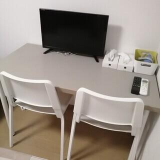 7/14まで引取可能な方!民泊で1年程度使用したデスクと椅子色々...