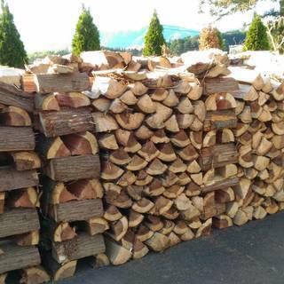 ヒノキ 杉 乾燥済み 薪  大割り 長さ40センチ前後  特価 ...