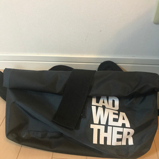 LAD WEA THERのヒップバック。