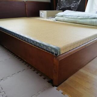 背骨にふたんのない畳敷の木製ベット