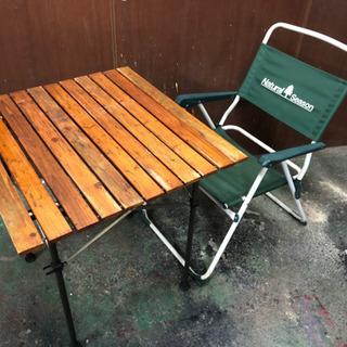 アウトドアチェアとコールマン テーブル