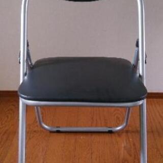 (取引中)折りたたみパイプ椅子1脚