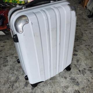 白色のスーツケース 幅45㎝