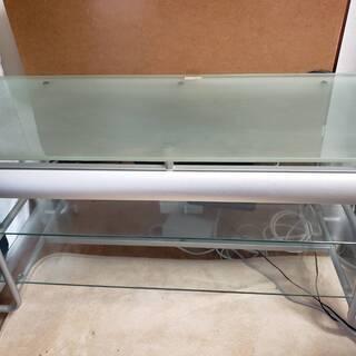 ガラスのテレビ台