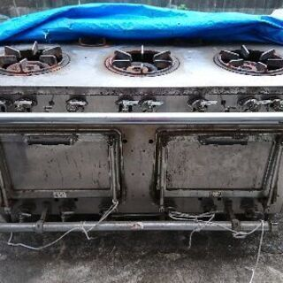 業務用5連口ガス台オーブン2連売ります。
