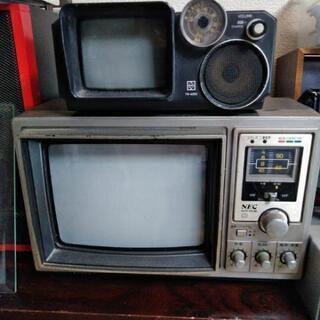 古い小型テレビ2台の画像