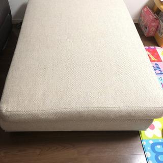 大きいソファーかな?