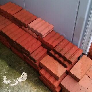 花壇ブロック100個以上 レンガ20個 敷石(大小)30個 まとめて