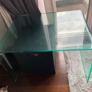 クリアテーブル