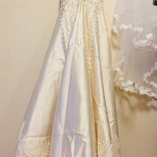 ウエディングドレスとヴェール・ペチコートのセット