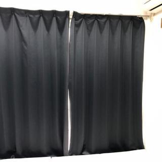 黒いカーテン