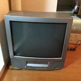 VHSプレーヤー付きのブラウン管TVです。