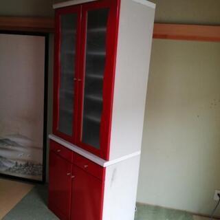 赤と白のかわいい食器棚あげます