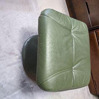 皮製の椅子、足のせ
