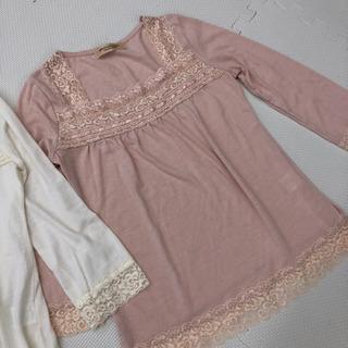 白とピンクのインナーTシャツ