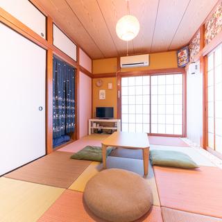 ★土日限定★外国から日本に観光旅行に来る人の小さいホテルのフロン...