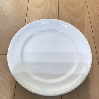 150、昭和レトロな白いお皿   1枚
