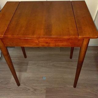 おしゃれな木製テーブル