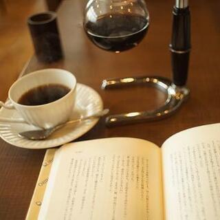 喫茶店(カフェ)で本読みます。