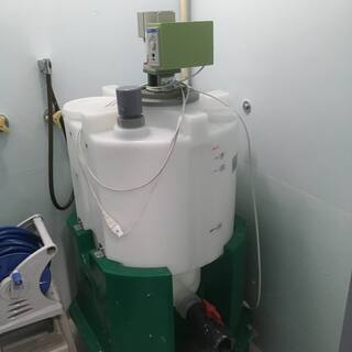 攪拌機(ポリエチレン製100ℓタンク)