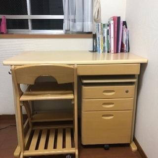 学習机、キャスター付き椅子