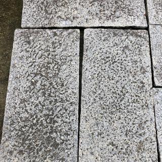 無料でお引き取りください庭の御影石敷石白