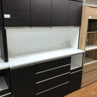 大型サイズの食器棚 サイレントレール仕様で使いやすい逸品