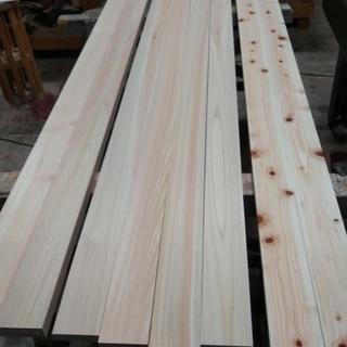 地元材の桧板材です。令和元年恵那市飯地町にて伐採の桧です。
