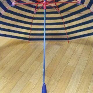 ビニール傘なので、風に強い!お洒落なハンドルが個性的