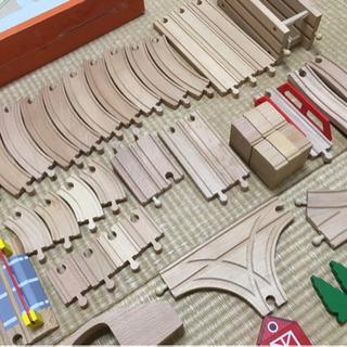 木の電車おもちゃ