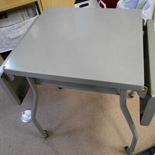折り畳み式の机(金属製)予定者決 キャンセル待ち2