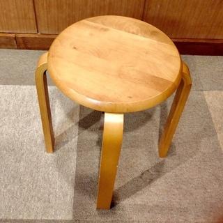 ❣️木製の丸椅子4脚800円でお売りします❣️